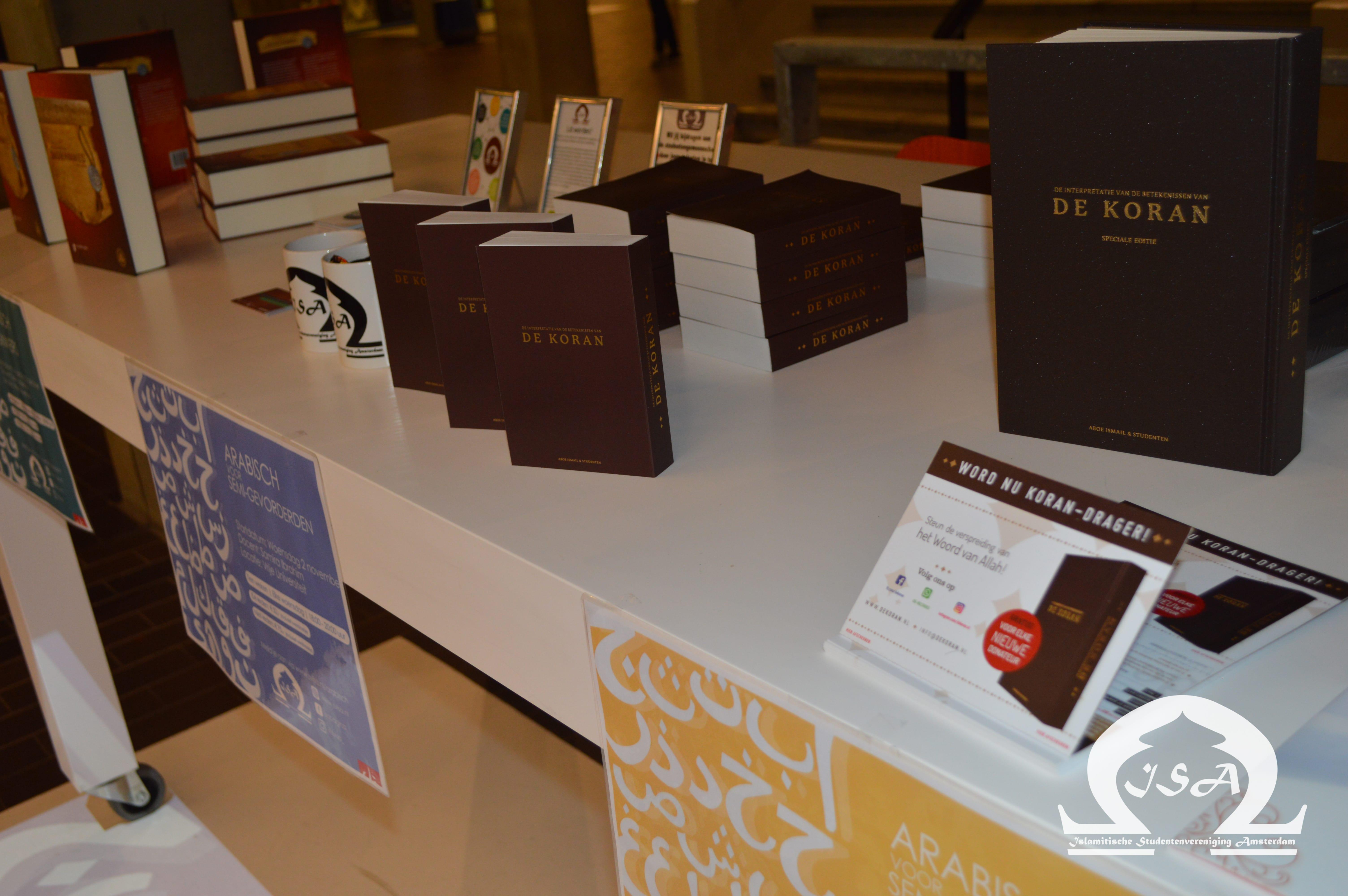 Qur'anvertalingen uitgedeeld op de Vrije Universiteit Amsterdam (VU)
